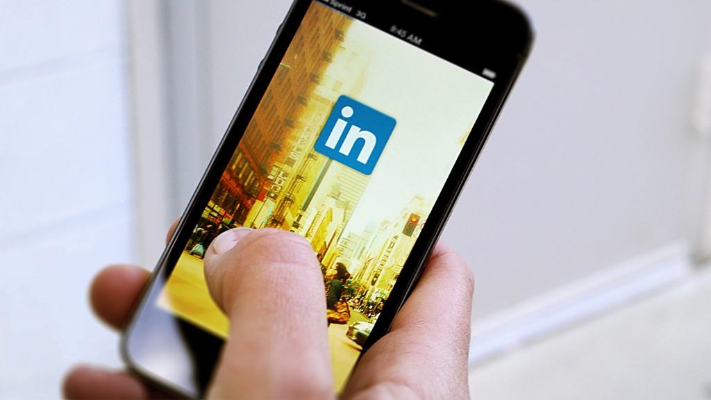 Person on Linkedin app, linkedin tips